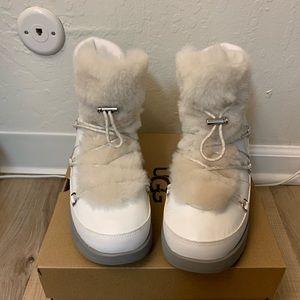 NIB UGG Highland Waterproof Boots / Women size 9